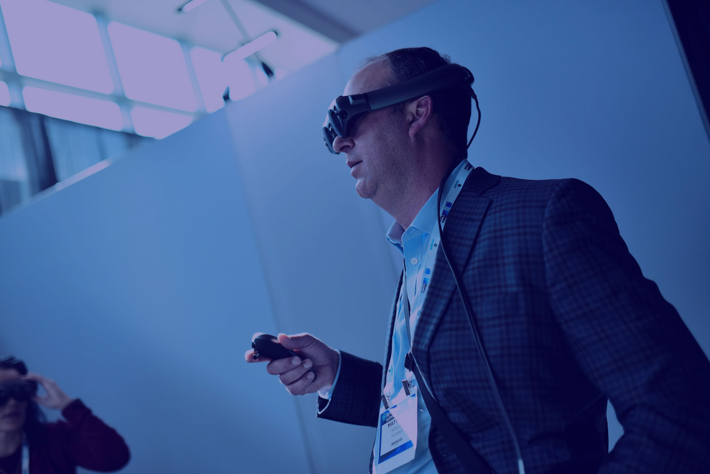Guy at Synapse Summit tries out Magic Leap VR Glasses